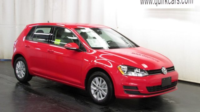 New Volkswagen Golf TSI S